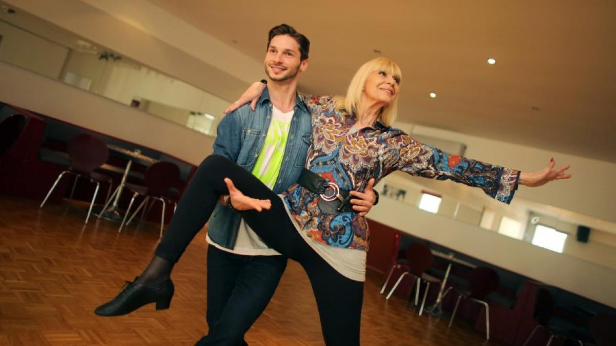 Let\'s Dance 2014: Heimlicher Glücksbringer beflügelt Larissa ...