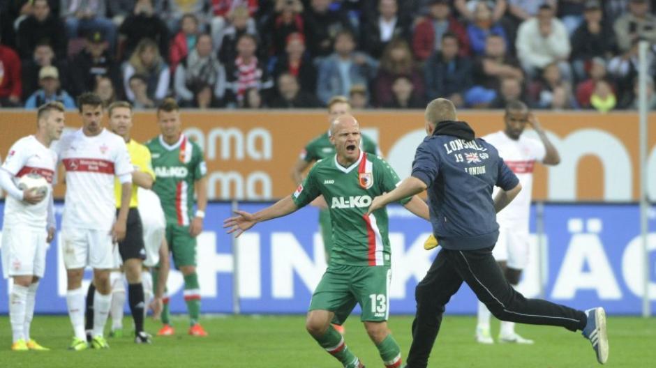 FC Augsburg: Geldstrafen wegen Flitzer und Pyrotechnik: FCA bittet ...