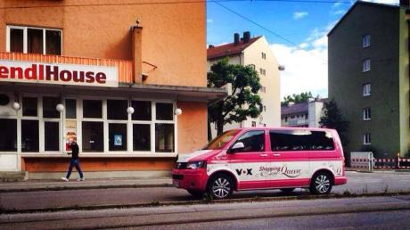 """Der pinke Bus von """"Shopping Queen"""" wurde in Augsburg entdeckt."""