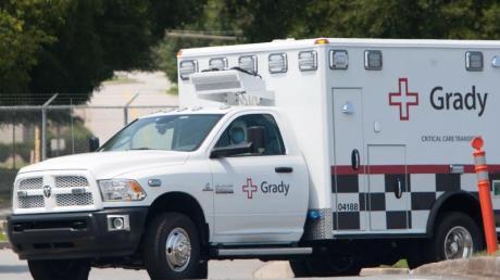 Ein Krankenwagen bringt die Amerikanerin Nancy Writebol ins Krankenhaus - sie war Anfang August an Ebola erkrankt und in die USA ausgeflogen worden.