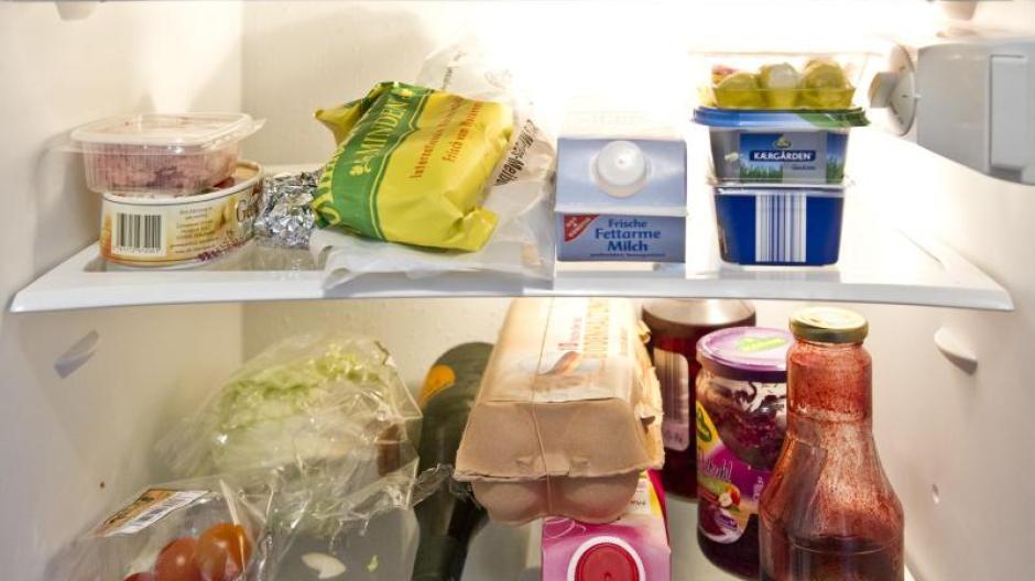 Damit Lebensmittel Nicht Unnötig Verkommen, Sollten Sich Verbraucher  Regelmäßig Einen Überblick Im Kühlschrank Verschaffen.