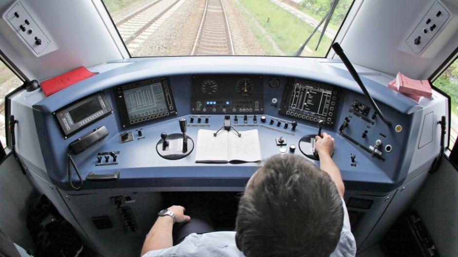 Tarifstreit Das Verdienen Piloten Bus Und Bahnfahrer Wirklich