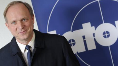 Schauspieler Ulrich Tukur wird im neuen Tatort aus Hessen gleich zweifach zu sehen sein: Einmal als Ermittler Felix Murot und einmal als er selbst.