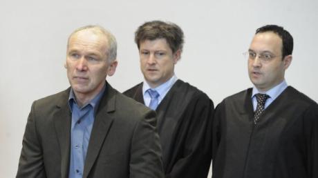 Der zweite Augsburger Polizistenmörder , Raimund Mayr, ist wie zuvor schon sein jüngerer Bruder zu lebenslanger Haft verurteilt worden.