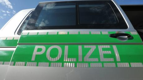 Die Polizei sucht nach dem Unfallverursacher.