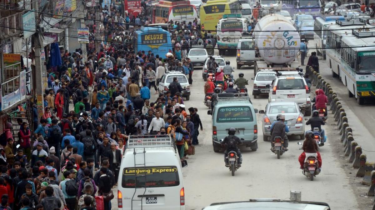 nepal angst vor nachbeben tausende fliehen aus der hauptstadt kathmandu promis kurioses tv. Black Bedroom Furniture Sets. Home Design Ideas