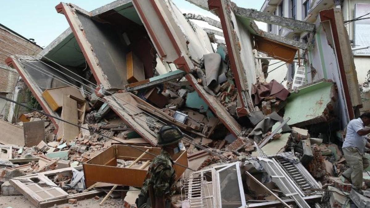 nepal erneutes erdbeben der horror geht von vorne los promis kurioses tv augsburger. Black Bedroom Furniture Sets. Home Design Ideas