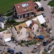 Luftaufnahme vom 14.05.2015 zeigt Unwetterschäden in der Gemeinde Affing, Landkreis Aichach Friedberg (Bayern). Ein schweres Unwetter in den späten Abendstunden des 13.05.2015 verursachte in der Region Schäden in Millionenhöhe. Foto: Mario Lindner/LSV Aichach dpa +++(c) dpa - Bildfunk+++