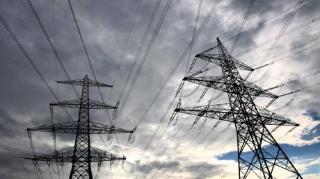 """Gleich zwei Stromtrassen durch Bayern sind geplant. Doch führt eine Stromtrasse, der sogenannte """"Korridor D"""", durch das Ries? Das zumindest befürchtet die neue Bürgerinitiative Kesseltal, die sich vor einer Woche in Amerdingen gründete."""