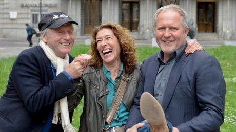 """Der Tatort """"Gier"""" aus Wien mit Adele Neuhauser (Mitte) und Harald Krassnitzer (rechts), die hier mit Regisseur Robert Dornhel posieren, kam mit keiner guten Kritik weg."""