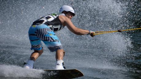 Wasserskifahren am Gufi-See