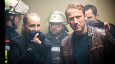 Katharina Lorenz (Petra Schmidt-Schaller) und Thorsten Falke (Wotan Wilke Möhring) betreten die Zelle des Verstorbenen - eine Szene der NDR-«Tatort»-Folge «Verbrannt».