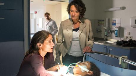 Lena Odenthal (Ulrike Folkerts) macht sich Sorgen um Birte Rainders (Sandra Nedeleff). Die Chancen, dass Birtes Tochter Marie noch einmal aufwacht, werden immer geringer.