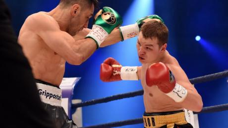 Boxen am Samstag: Felix Sturm (links) gewann gegen Fedor Chudinov am Samstag in Oberhausen und holte sich die Weltmeisterschaft.