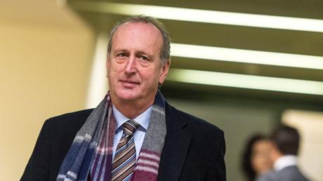Die Staatsanwaltschaft wirft Haderthauer vor, als geschäftsführender Gesellschafter des Modellbauers Sapor einen früheren Mitgesellschafter um gut 84 000 Euro geschädigt zu haben.