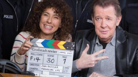"""Die Schauspieler Maria Ketikidou und Jan Fedder feiern das Jubiläum der 30. Staffel der ARD-Serie """"Großstadtrevier""""."""