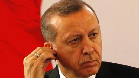 Der türkische Präsident Recep Tayyip Erdogan hat in Mainz, dem Sitz des ZDF, als Privatperson einen Strafantrag gegen den Satiriker Böhmermann wegen Beleidigung gestellt. Foto: Legnan Koula/Archiv