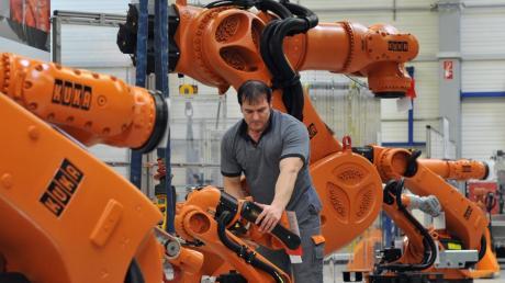 Kuka-Roboter werden nicht nur in der Autoindustrie eingesetzt. Sie sind auch beim Flugzeugbau oder der Logistikbranche immer mehr gefragt.
