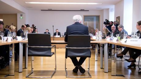 Horst Seehofer im Sitzungssaal des Untersuchungsausschusses Modellbau.