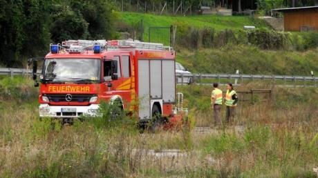 Unter einer Autobahnbrücke in der Nähe von Würzburg wurden die Leichen zweier Kleinkinder und eines Mannes gefunden.