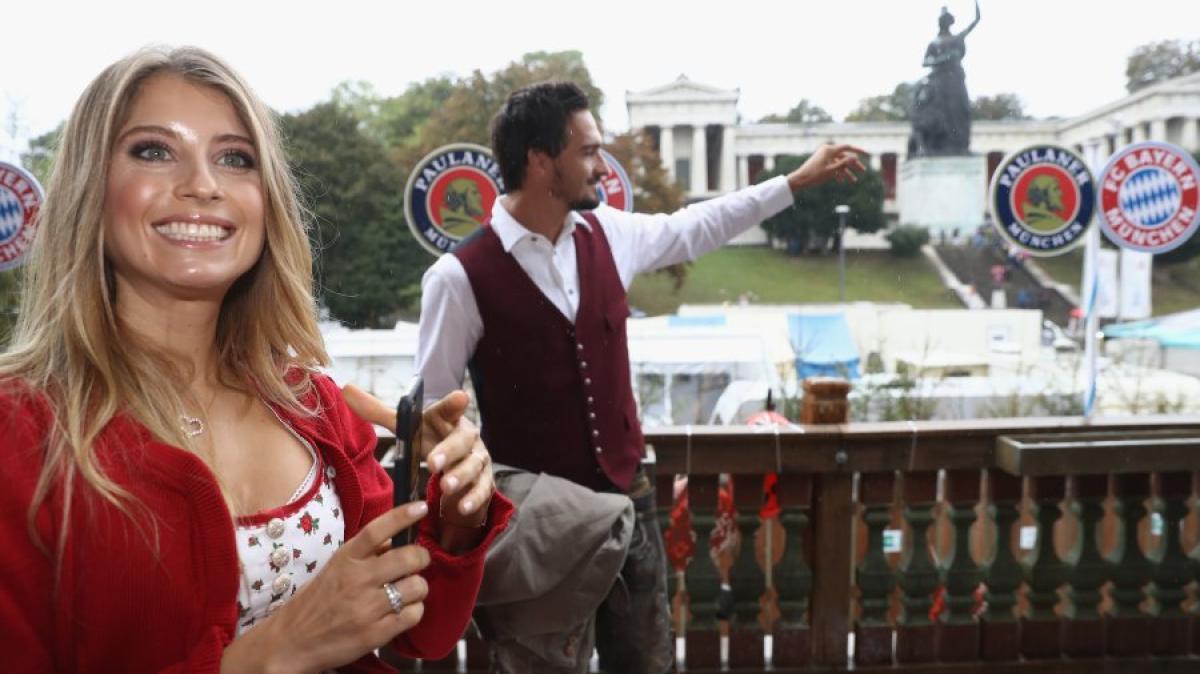 Bildergalerie: Traditioneller Wiesn-Besuch: Bayern-Stars feiern am ...