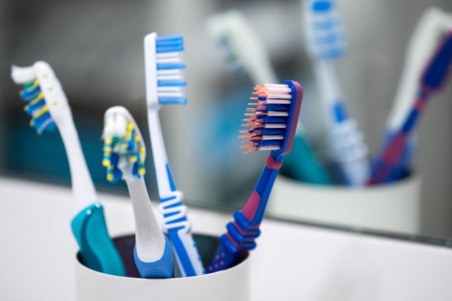 Nach einer Erkältung unbedingt die Zahnbürste wechseln