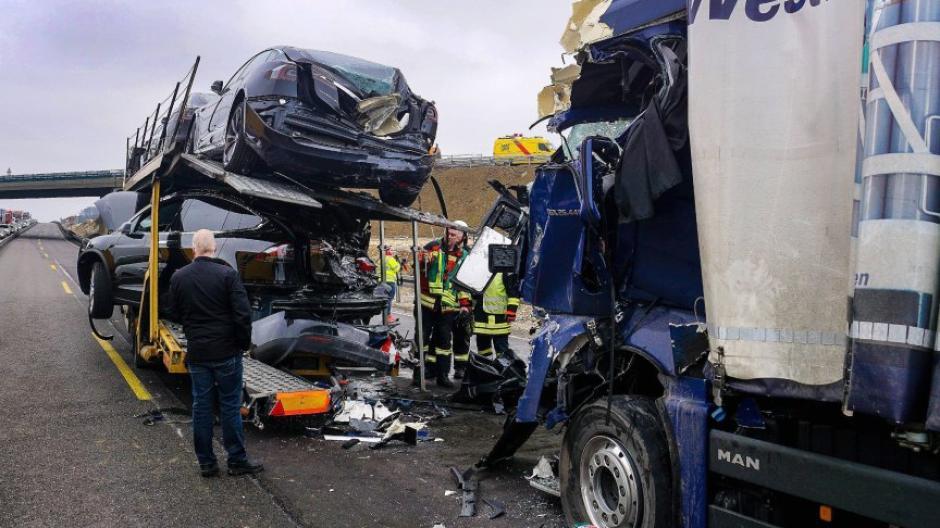 Ulm Lastwagenfahrer Stirbt Bei Unfall Auf A8 Nachrichten Bayern