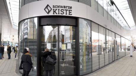 Kunden standen vor der Schwarzen Kiste am Königsplatz vor verschlossener Tür.