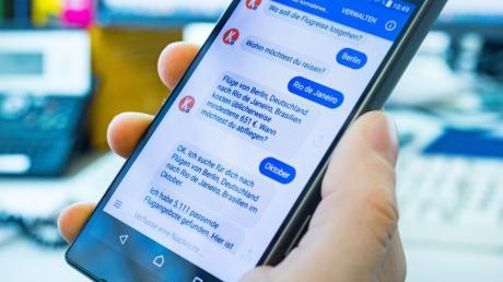 Der Kayak-Chatbot im Facebook-Messenger kommuniziert augenscheinlich wie ein echter Mensch - doch der Funktionsumfang ist noch begrenzt.