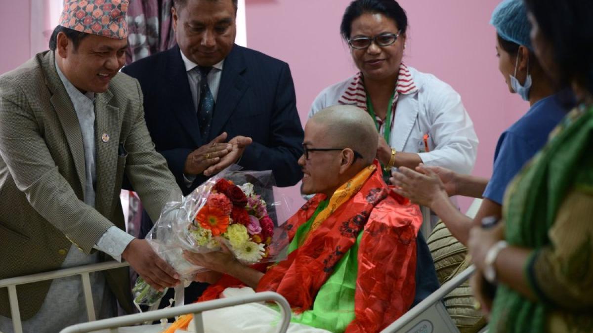 nepal mann nach 47 tagen im himalaya gerettet freundin gestorben promis kurioses tv. Black Bedroom Furniture Sets. Home Design Ideas