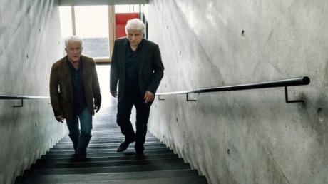 """Ivo Batic (Miroslav Nemec) und Franz Leitmayr (Udo Wachtveitl) verfolgen eine vielversprechende Spur. Eine Szene aus dem München-Tatort """"Die Liebe, ein seltsames Spiel""""."""