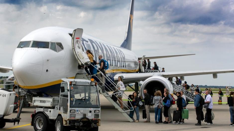 Flughafen Memmingen Allgäu Airport Kämpft Auch Nach Zehn