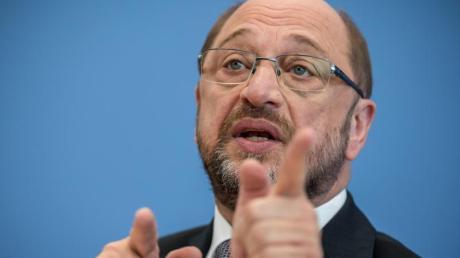 Fast händeringend versucht der SPD-Kanzlerkandidat Martin Schulz wieder in die Offensive zu kommen. Dabei soll ihm sein Zukunftsplan helfen.