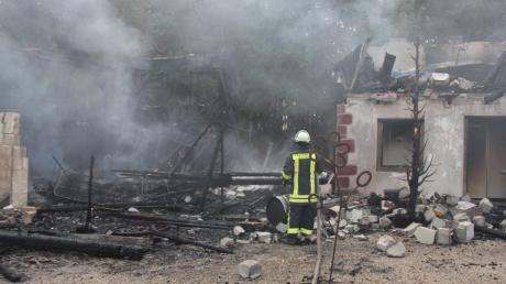 Bei einem Brand wurde am Sonntag die Western City in Dasing völlig zerstört.