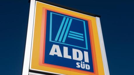Aldi verlangt künftig einen symbolischen Preis für dünne Plastiktüten.