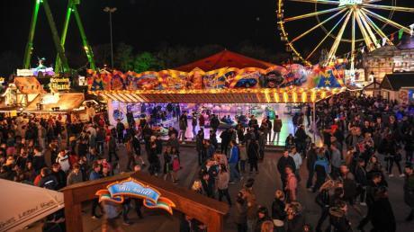Vom 24. August bis 9. September locken Feuerwerk, Tradition, Fahrgeschäfte und leckere Schmankerl auf den Augsburger Herbstplärrer.