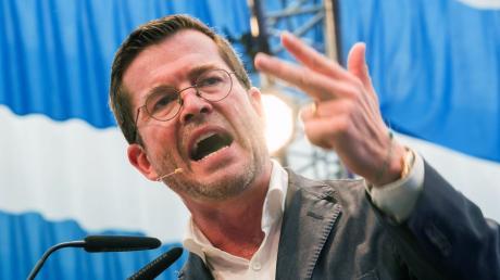 Hoffnung keimte bei seinen Fans auf als er für die CSU im Wahlkampf vor der Bundestagswahl machte, doch Karl-Theodor zu Guttenberg ging zurück in die USA.