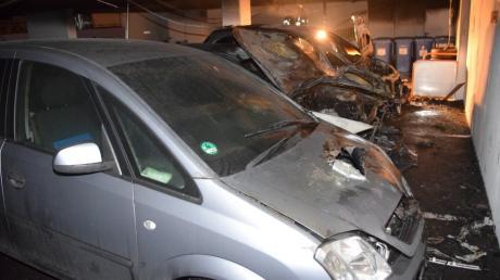 Bislang unbekannte Täter haben am 13. März einen Audi Q7 in der Tiefgarage beim Müller-Markt angezündet.