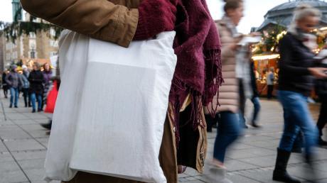 Stofftaschen genießen einen guten Ruf. Den haben sie aber nicht unbedingt verdient.