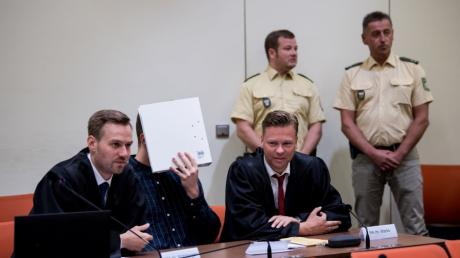 Rund vier Monate läuft der Prozess gegen Philipp K. (Mitte) schon.