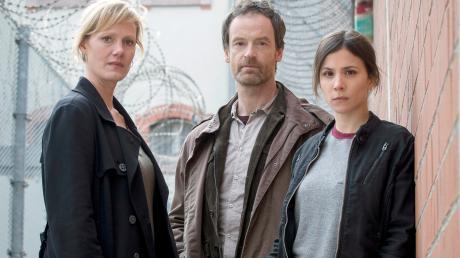 """Tatort """"Tollwut"""": Im elften Tatort aus Dortmund untersuchen Jörg Hartmann, Anna Schudt und Aylin Tezel den mysteriösen Tod eines Häftlings."""