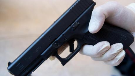 Die Tatwaffe vom Münchner Amoklauf, eine Pistole vom Typ Glock 17. Foto: Sven Hoppe/Archiv