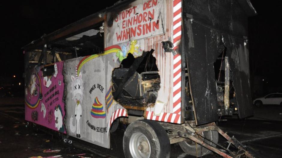 Donauworth Wagen Brennt Nach Faschingsumzug Veranstalter Sind