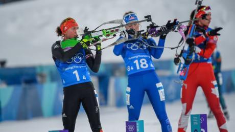 Die Fehler ihrer Kolleginnen Franziska Preuß und Franziska Hildebrand kann Laura Dahlmeier nicht mehr ausbügeln. Die Biathlon-Staffel landet auf Platz acht bei Olympia 2018.