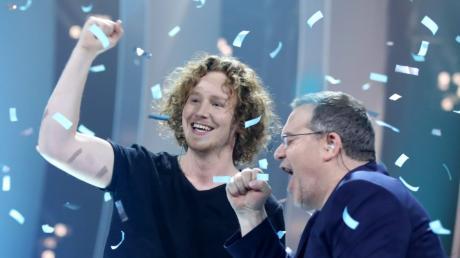 Michael Schulte (links) freut sich sichtlich über seinen Sieg beim ESC-Vorentscheid.