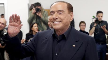 Silvio Berlusconi will einer Koalition der rechtspopulistischen Lega und der europakritischen Fünf-Sterne-Bewegung nicht mehr im Weg stehen.