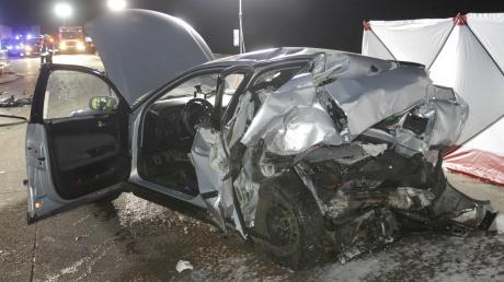 Bei dem Unfall sind drei Autos aufeinander gefahren. Ein 56-Jähriger starb.