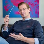 """Joko Winterscheidt ist mit """"Joko & Klaas gegen ProSieben"""" heute im TV zu sehen. Wir stellen Ihnen den Moderator im Porträt näher vor."""