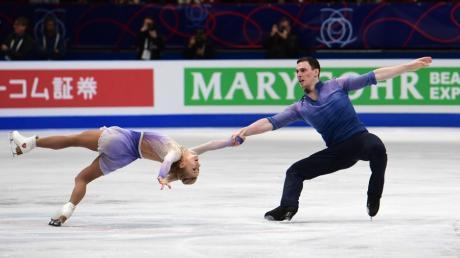 Aljona Savchenko and Bruno Massot haben in Mailand die WM im Eiskunstlauf-Paarlauf gewonnen.