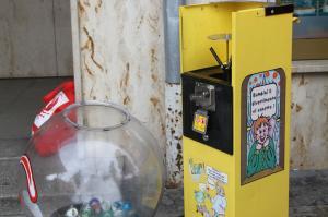 Feuerwehr-Einsatz: Kind in Kaugummi-Automat eingeklemmt